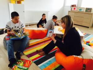 Child and counsellor reading